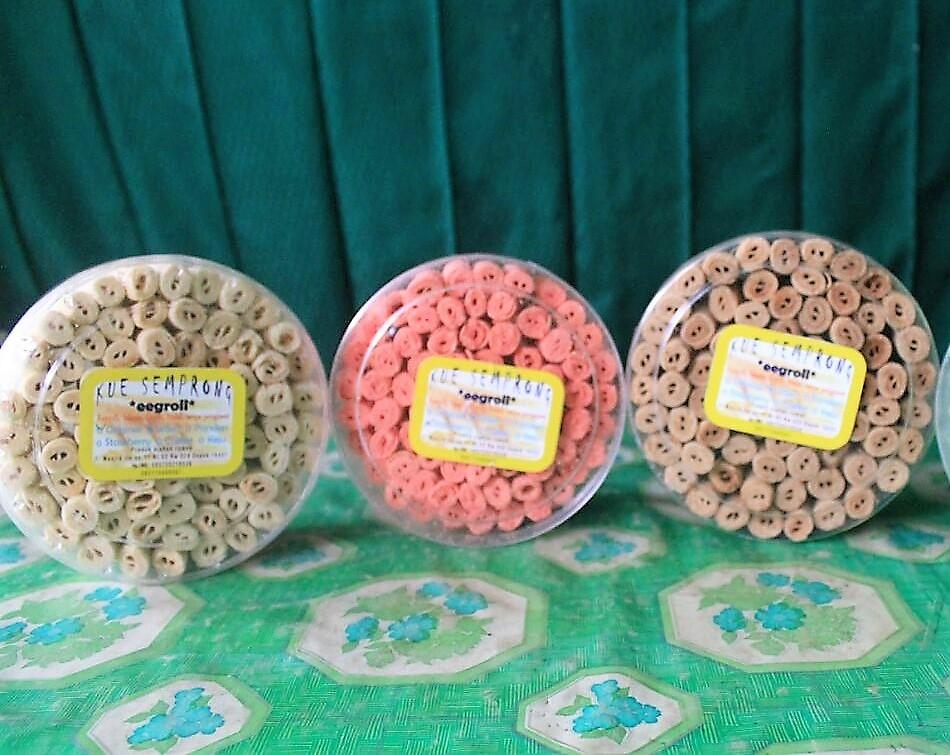 Paket Kue Semprong Eggroll (Strawberry, Wijen, Coklat)