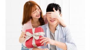 kado10 Ide hadiah untuk suami, bermanfaat dan bikin suami makin sayang Bunda!  bukan hanya Bunda, lho, yang senang mendapatkan hadiah dari suami di hari spesial. Nyatanya suami pun dapat merasakan hal serupa. Apalagi jika hadiah untuk suami itu merupakan b
